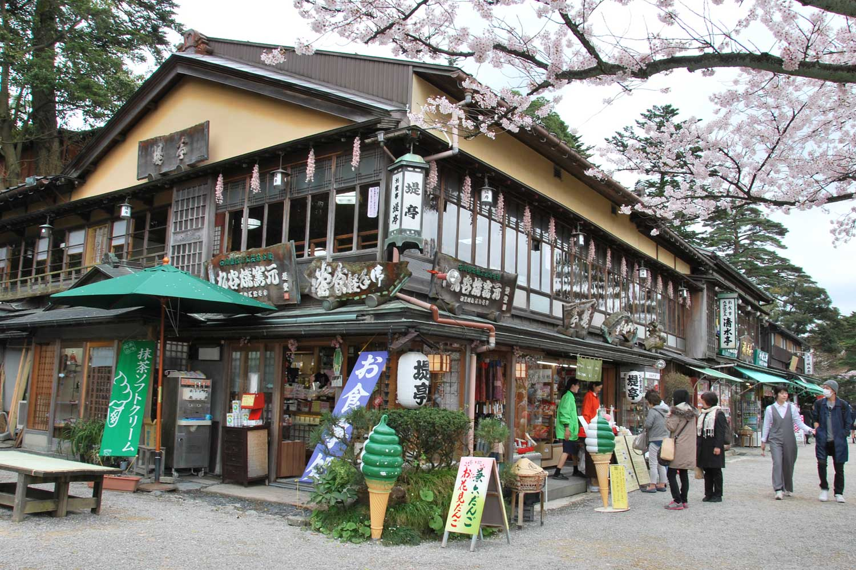 kanazawa-2016-chateau-katsurasaka-gate