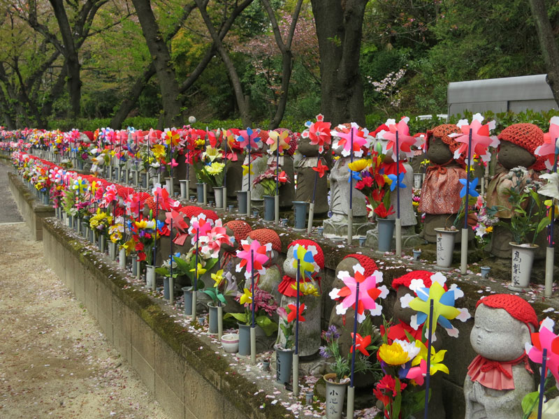 tokyo2012-tokyo-tower-zojoji-statuettes