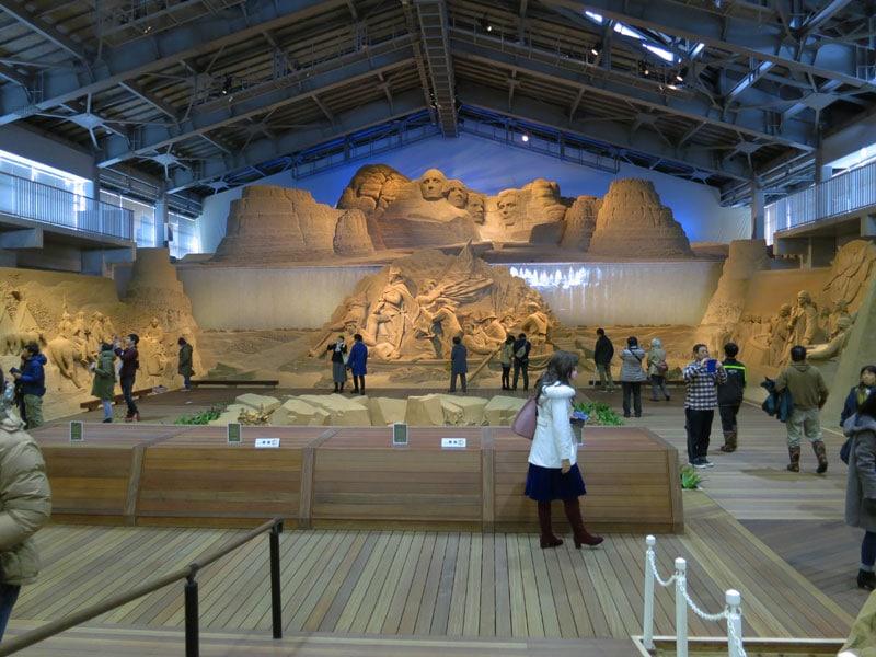 tottori-sand-museum-enemble