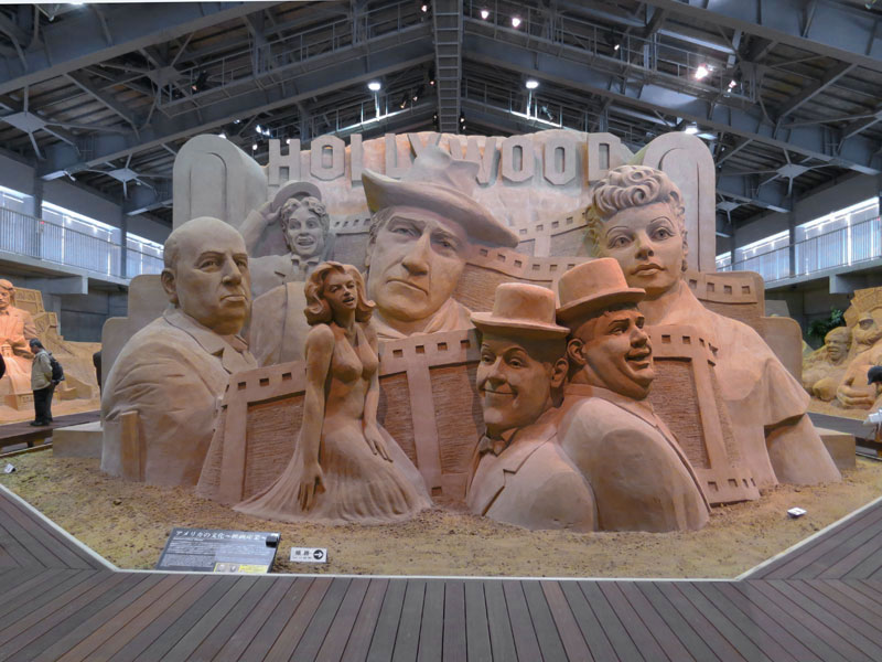 tottori-sand-museum-marylin