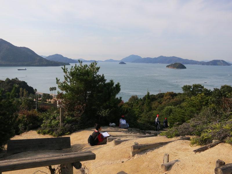 okunoshima-vue-mer-et-gamins