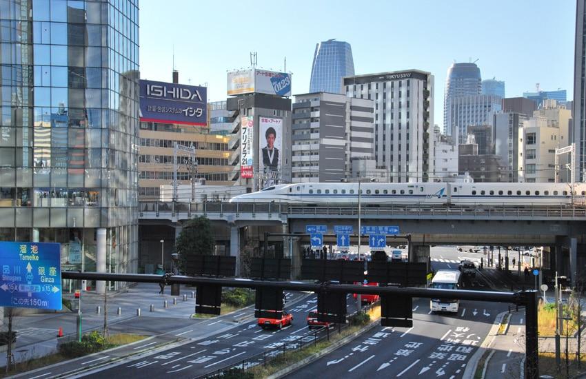 tokyo-2017-monorail-shiodome-station-shinkansen