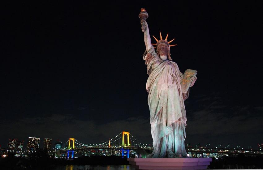 tokyo-2017-odaiba-statue-liberte-nuit