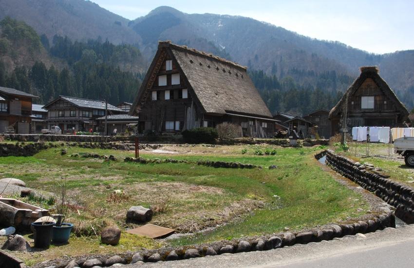 village-ogimachi-1-shirakawago-2016