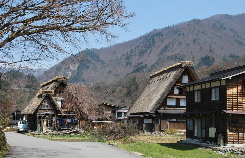 village-ogimachi-2-shirakawago-2016