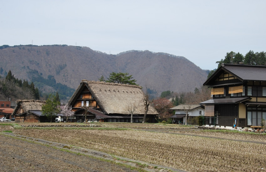 village-ogimachi-3-shirakawago-2016