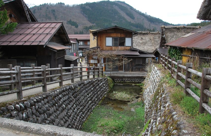 village-ogimachi-5-shirakawago-2016