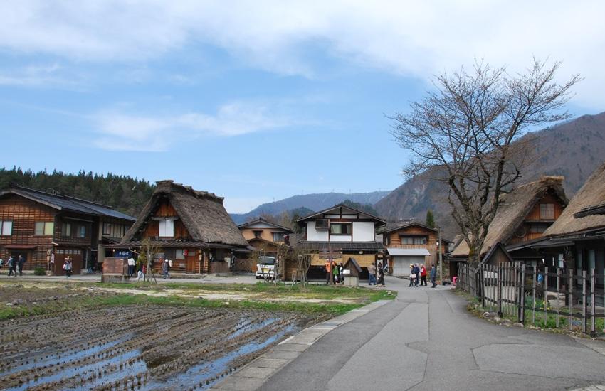 village-ogimachi-6-shirakawago-2016