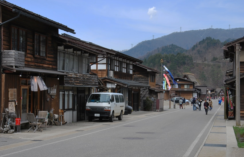 village-ogimachi-8-shirakawago-2016
