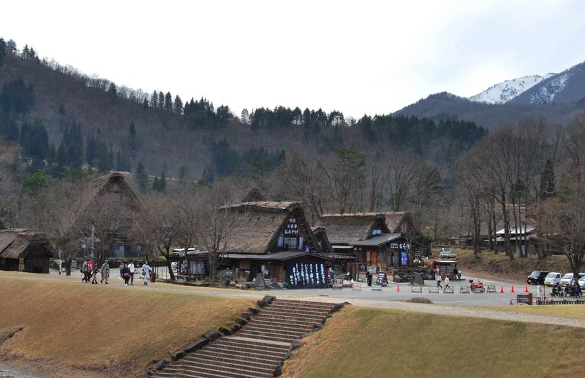 village-ogimachi-zone-arrivee-2-shirakawago-2016