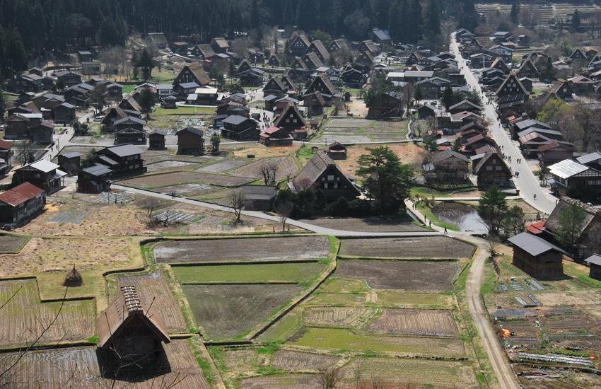 vue-2-village-ogimachi-shirakawago-2016