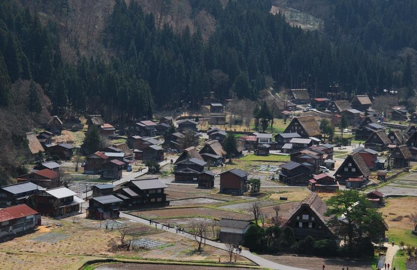 vue-3-village-ogimachi-shirakawago-2016