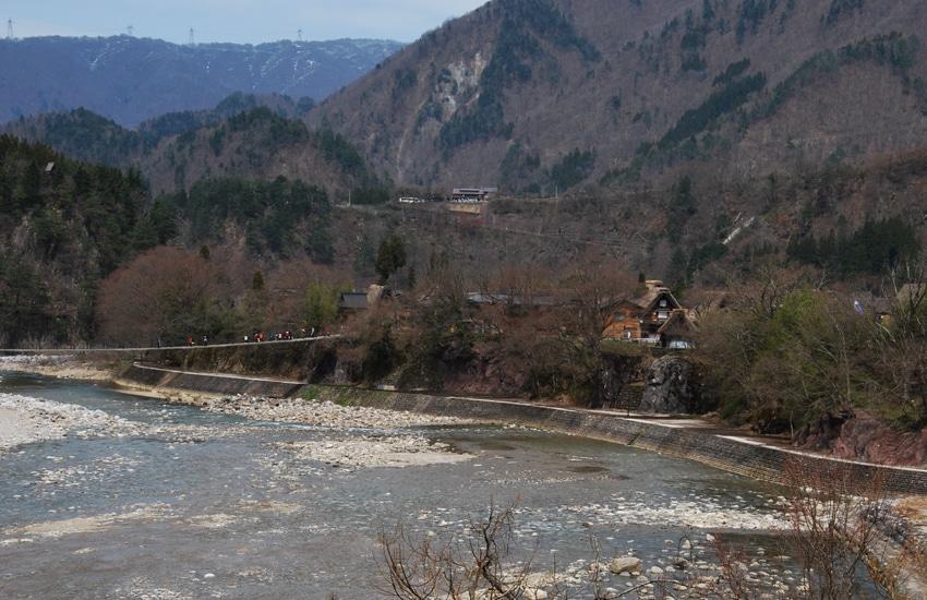 vue-riviere-et-observatoire-shirakawago-2016