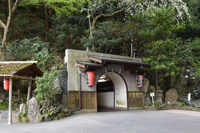 fukuoka-2019-2-nanzoin-tunnel-2