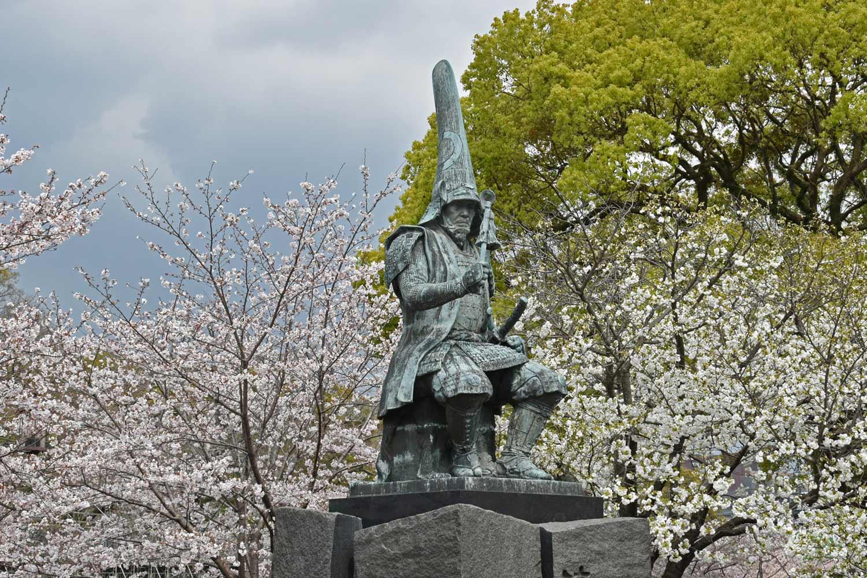 kumamoto-2019-chateau-statue