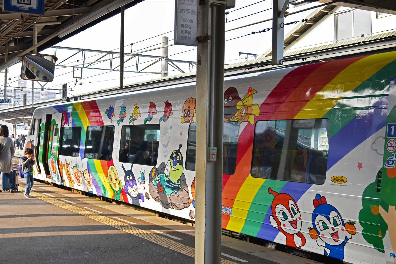 Imabari-2019-shimanami-kaido-train-matsuyama
