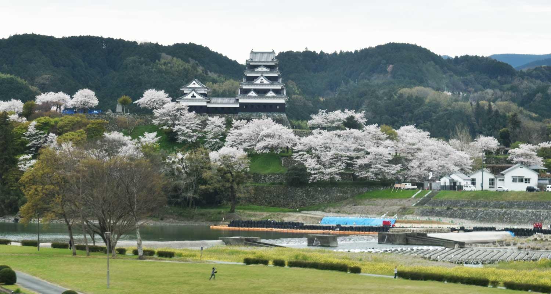 Matsuyama-2019-1-chateau-ozu-vue-du-train