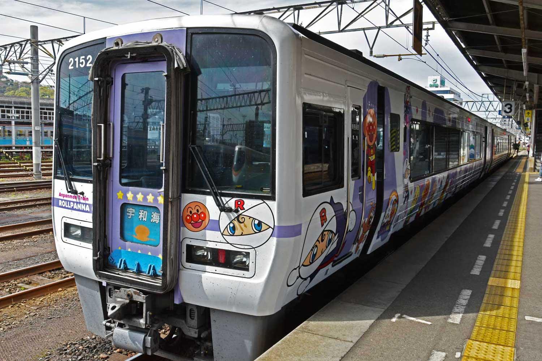 Matsuyama-2019-1-train-anpanman-1
