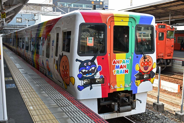okayama-2019-train-anpanman-1
