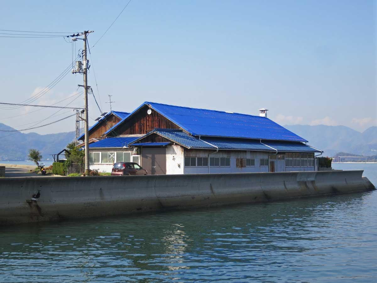 shimanami-kaido-2014-ikuchijima-port-tuiles-bleues