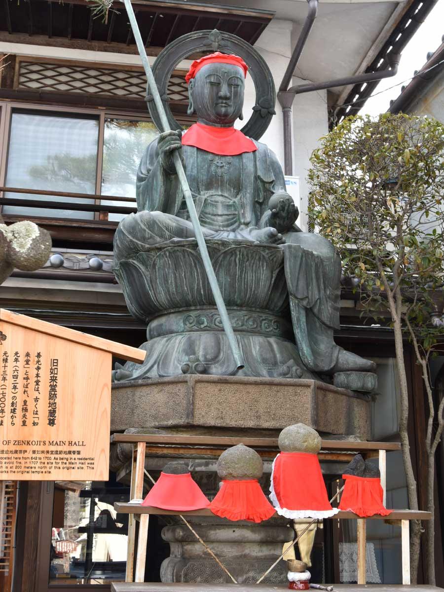 nagano-2019-temple-zenkoji-allee-marchande.statuejpg