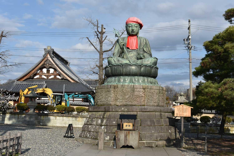 nagano-2019-temple-zenkoji-place-statue
