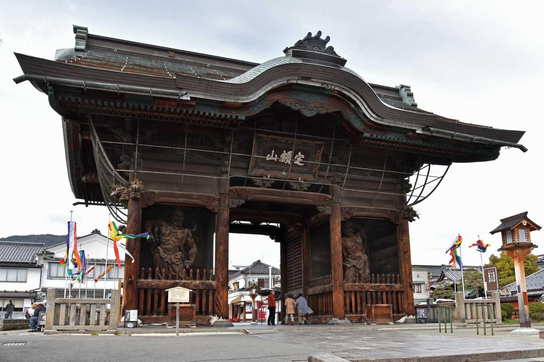 nagano-2019-temple-zenkoji-porte-niomon