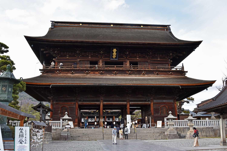 nagano-2019-temple-zenkoji-porte-sammon