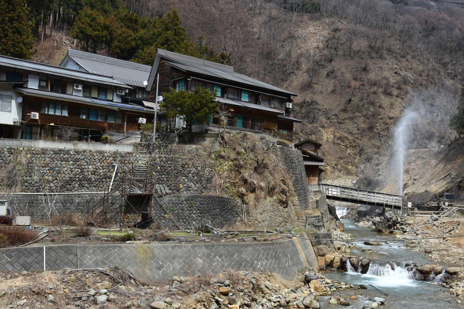 jigokudani-2019-jigokudani-arrivée.geyser-1