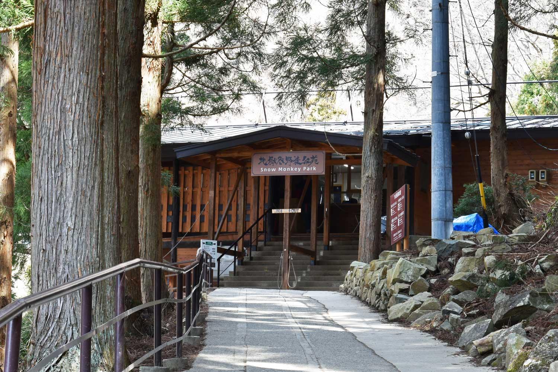 jigokudani-2019-jigokudani-cabanon-entree-parc