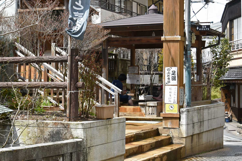 jigokudani-2019-shibu-onsen-foot-bath