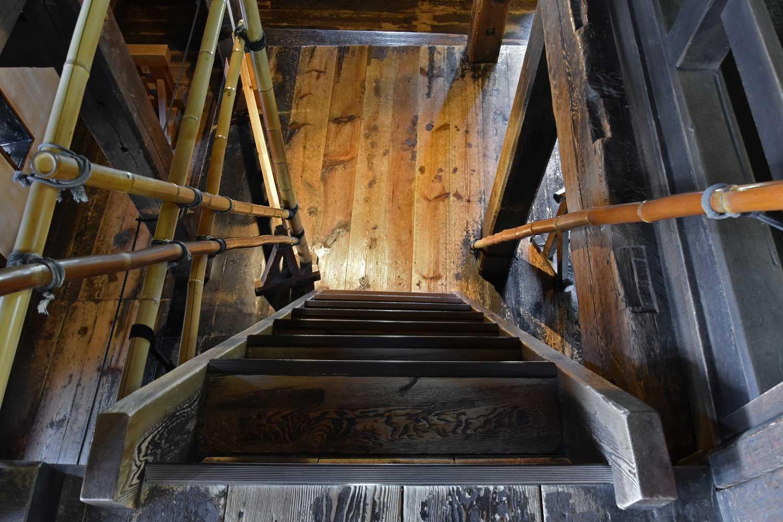matsumoto-2019-chateau-interieur-escalier