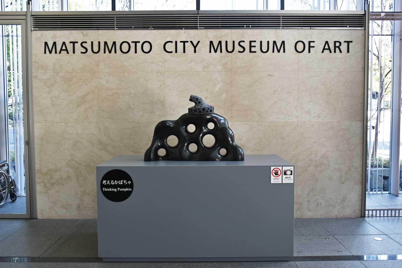 matsumoto-2019-musee-yayoi-kusama-interieur-thinking-pumpkin