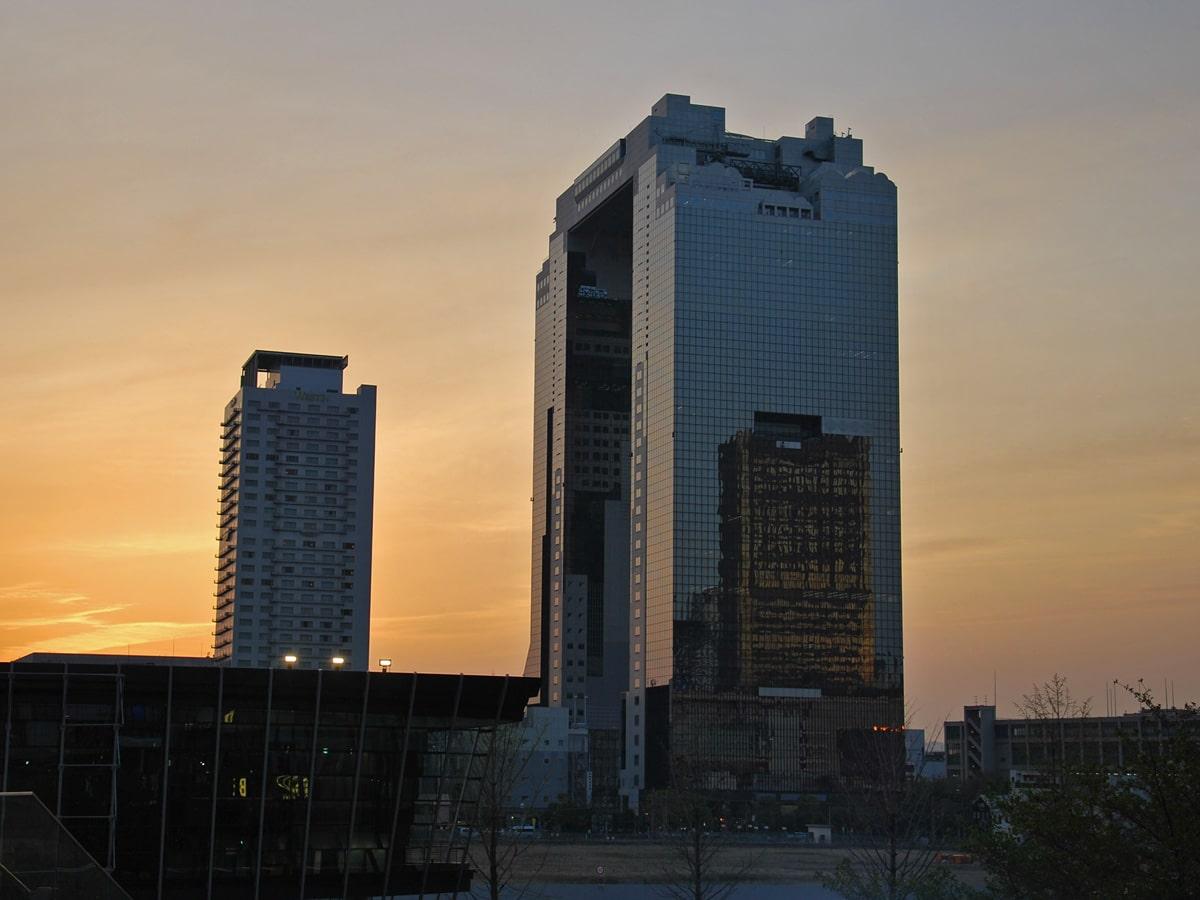 Osaka 2016 – Le jardin du Musée de la Monnaie et l'Umeda Sky Building