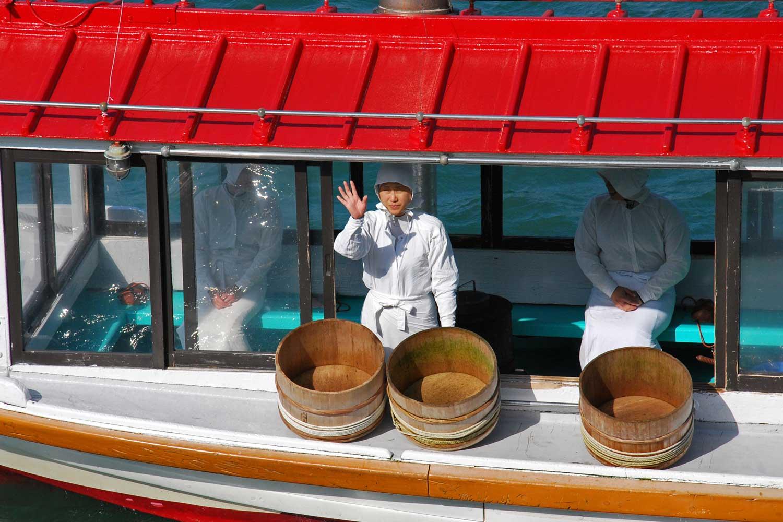 toba-2016-mikimoto-island-ama-boat-2