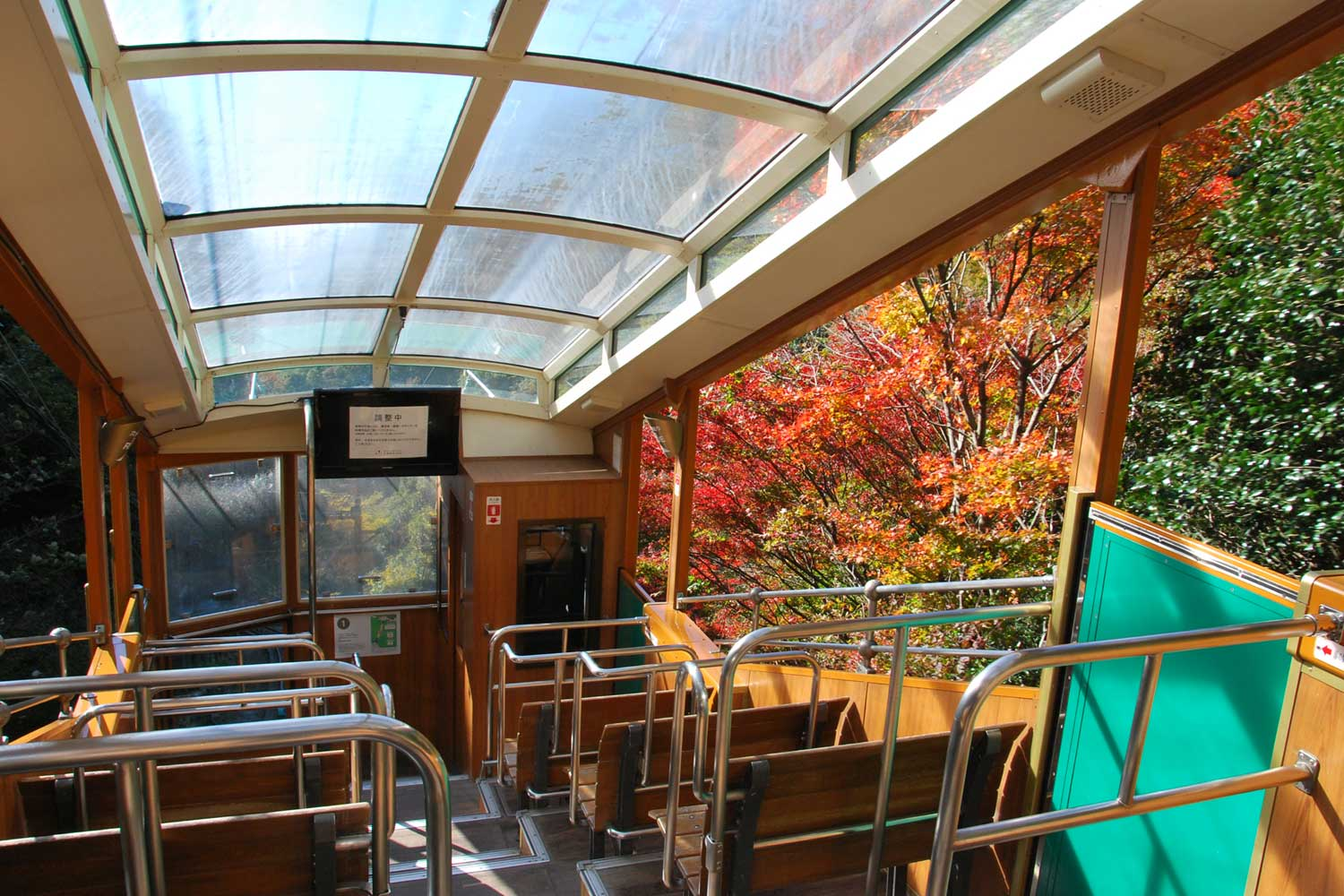 kobe-2014-mont-rokko-cable-car-interieur