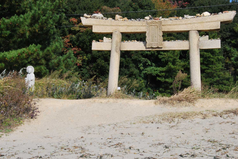naoshima-2014-ebisu shrine torii-plage