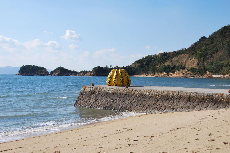 naoshima-2014-yellow-pumpkin